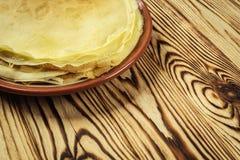 La pila di pancake, i pancake di una pianura, prima colazione, fa un spuntino Pancake D Fotografia Stock