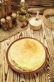 La pila di pancake, i pancake di una pianura, prima colazione, fa un spuntino Pancake D Immagini Stock Libere da Diritti