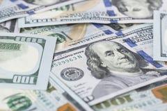 La pila di soldi nei dollari americani dentro incassa cento banconote in dollari Immagini Stock Libere da Diritti