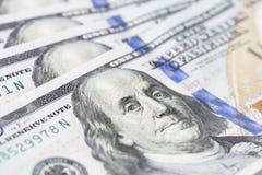 La pila di soldi nei dollari americani dentro incassa cento banconote in dollari Fotografia Stock Libera da Diritti