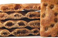 La pile détaillée des tranches sèchent le pain (le clouse) image stock