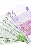 La pile d'euro d'argent affiche des billets de banque Euro devise de l'Europe Images stock