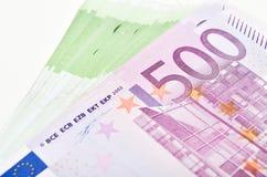 La pile d'euro d'argent affiche des billets de banque Euro devise de l'Europe Photo stock