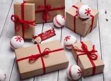 La pile de handcraft des boîte-cadeau photos stock