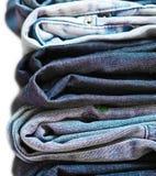 La pile de jeans a isolé le plan rapproché Photo stock