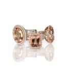 La pile de mode réglée d'engagment de morganite de halo rose de diamant sonne Photographie stock libre de droits