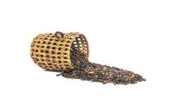 La pile de plan rapproché du riz noir a appelé le riz riceberry avec la vannerie en bois, riz avec de hauts éléments nutritifs d' Image libre de droits