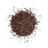 La pile des feuilles de thé sèches. Photo stock