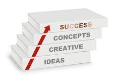 La pile des livres a couvert le concept, créatif, l'idée, le succès et la flèche, d'isolement sur le blanc Photographie stock libre de droits