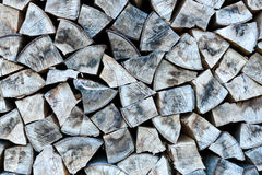 La pile ou la pile de bois naturel du feu note le fond de texture images libres de droits