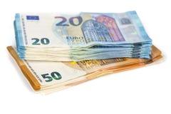La pillola delle fatture incarta 20 e 50 euro banconote su fondo bianco Immagine Stock