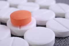 La pilule rouge et blanche capsule la pile Image stock
