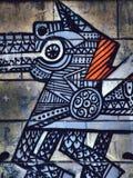 La pintada de la calle en el extracto público de la pared céltico o los nórdises diseñó el caballo Novi Serbia triste 08 14 2010 Imágenes de archivo libres de regalías
