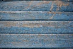 La pintura azul dañada en la pared de madera Imágenes de archivo libres de regalías