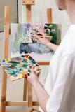 la pintura de la Aún-vida está dibujando por el artista Imágenes de archivo libres de regalías