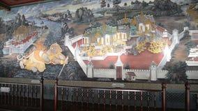La pintura en la historia del ramayana de la pared en Emerald Buddha Wat Phra Kaew almacen de video