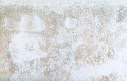 La pintura está pelando apagado, deshaciéndose, pared dañada Imagenes de archivo