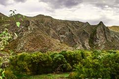 La pioggia persistente incombente nelle montagne del giorno di autunno Fotografie Stock