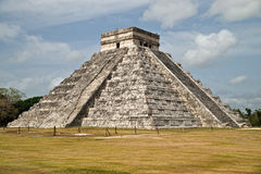 La pirámide principal de Chichen Itza Foto de archivo