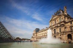 La piramide del Louvre Immagini Stock Libere da Diritti