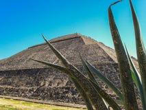 La piramide del sole immagine stock