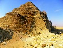 La piramide di punto di Netjerykhet a Saqqara nell'Egitto fotografie stock