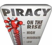 La piratería en el termómetro de la subida que mide compartir archivos ilegal hace Imágenes de archivo libres de regalías
