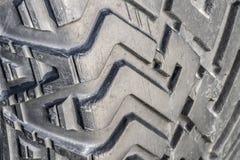 La pisada de un primer del neumático de coche imágenes de archivo libres de regalías
