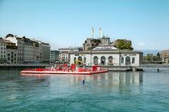 La piscina all'aperto al ponte a macchina a Geneve Fotografia Stock Libera da Diritti