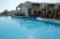 La piscina azul Fotografía de archivo