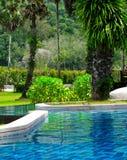La piscina en el hotel imagenes de archivo