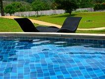 La piscina en el hotel foto de archivo