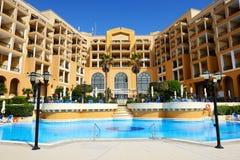 La piscina en el hotel de lujo Fotografía de archivo