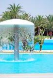 La piscina y el hotel del centro turístico de lujo cultivan un huerto en Túnez. Imagen de archivo libre de regalías