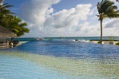La piscine de bord de la mer Image libre de droits