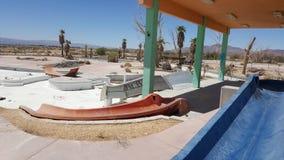 La piscine et les glissières de rockahoola des enfants abandonnés de parc aquatique Photographie stock libre de droits