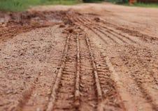 La pista della gomma segue via Fotografia Stock Libera da Diritti