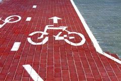 La pista para bicicletas en la acera Fotos de archivo