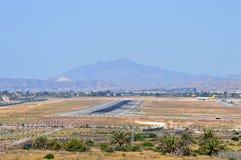 La piste à l'aéroport d'Alicante Photographie stock libre de droits