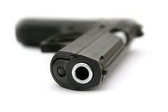 La pistola che pone su una tabella Fotografia Stock Libera da Diritti
