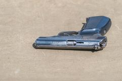 La pistola della seconda guerra mondiale Ricostruzione delle ostilità 2018-04-30 Samara Region Immagini Stock