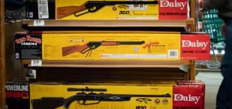 La pistola rossa ufficiale di BB di Ryder dalla margherita/editoriale indicativo immagini stock
