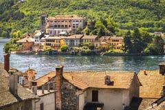 La pittura del lago italy gradisce, isola di San Giulio sul lago Novara Orta Fotografia Stock