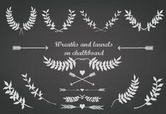 La pizarra fijó con los laureles, las flechas y los corazones Imagen de archivo