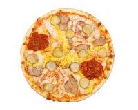 La pizza avec des conserves au vinaigre, porc, fromage, jaune d'oeuf, et sauce à s/poivron, est Photographie stock libre de droits