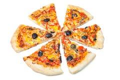 La pizza cortó en rebanadas fotos de archivo libres de regalías