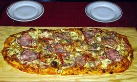 La pizza a coupé en accumulations Photo libre de droits