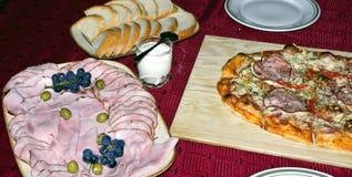 La pizza a coupé en accumulations Photographie stock libre de droits