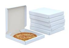 La pizza en caja y muchas encajonan Foto de archivo libre de regalías