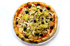 La pizza italienne de nourriture de Capriciosa de pizza, jambon répand des olives Photo stock